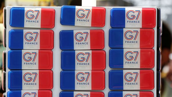 Souvenir magnets of G7 summit are displayed for sale in a shop ahead of the G7 summit in Biarritz, France - Sputnik International