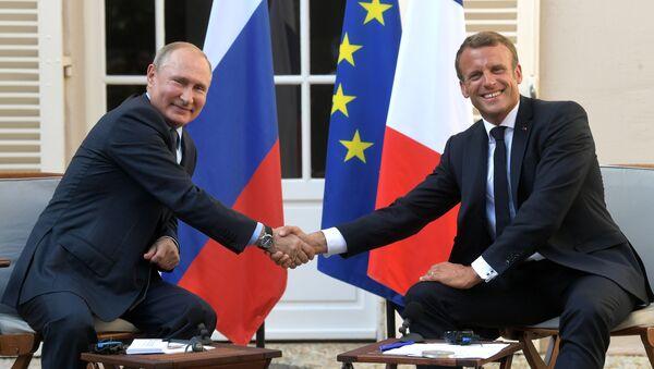 President of Russia Vladimir Putin and French President Emmanuel Macron during a meeting at the Fort de Brégançon residence on 19 August 2019. - Sputnik International