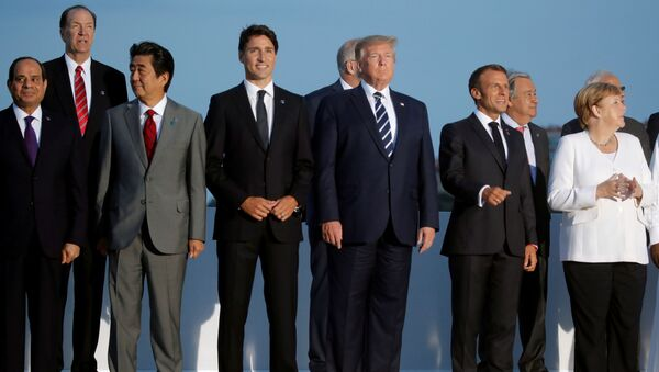 French President Emmanuel Macron, U.S. President Donald Trump, Japan's Prime Minister Shinzo Abe, German Chancellor Angela Merkel, Canada's Prime Minister Justin Trudeau pose for a family photo with invited guests during the G7 summit in Biarritz, France, August 25, 2019. - Sputnik International