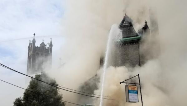 Massive Three-Alarm Fire Engulfs 115-Year-Old US Church - Sputnik International