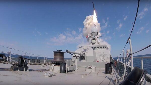 Первая стрельба МРК «Вышний Волочек» высокоточными крылатыми ракетами «Калибр» в Черном море - Sputnik International