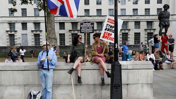 Anti-Brexit protestors sit on the Trafalgar Square in London, Britain, August 31, 2019 - Sputnik International