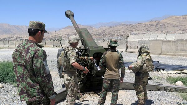 U.S. military advisers from the 1st Security Force Assistance Brigade work with Afghan soldiers at an artillery position on an Afghan National Army base in Maidan Wardak province - Sputnik International