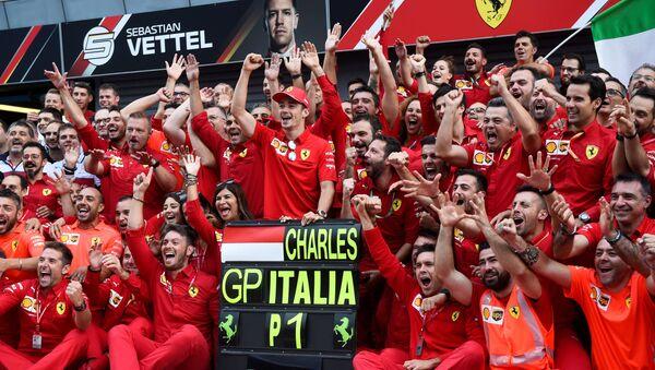 Ferrari's Charles Leclerc celebrates winning the race with teammates.  - Sputnik International