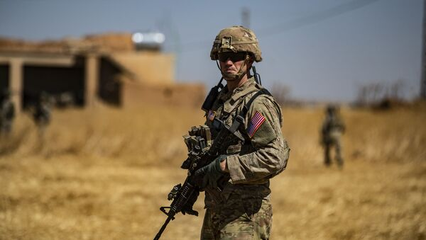A US soldier stands guard during a joint patrol with Turkish troops in the Syrian village of al-Hashisha on the outskirts of Tal Abyad town along the border with Turkish troops, on September 8, 2019 - Sputnik International