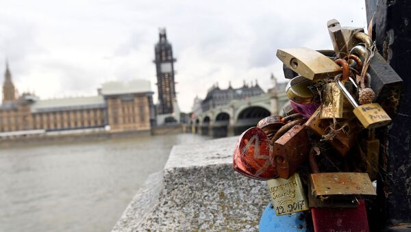 View of padlocks attached to the railings opposite the Houses of Parliament in London, Britain September 9, 2019. - Sputnik International