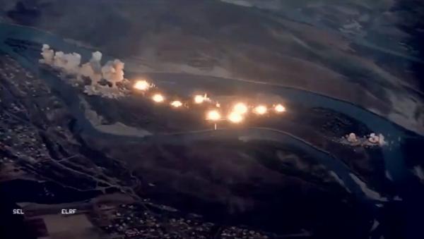 US Air Force's F-15, F-35 drop some 80,00 munitions across Qanus Island to oust Daesh militants - Sputnik International