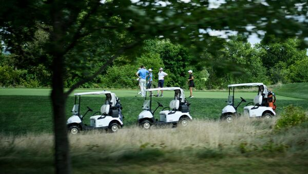 People play golf at the Trump National Golf Club August 9, 2018 in Bedminster, New Jersey - Sputnik International