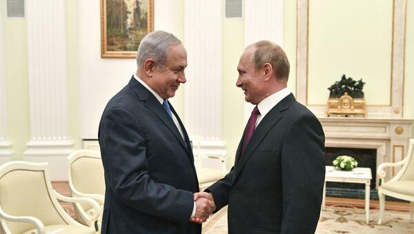 Russian President Vladimir Putin, right, shakes hands with Israeli Prime Minister Benjamin Netanyahu during their meeting at the Kremlin in Moscow, Wednesday, July 11, 2018 - Sputnik International