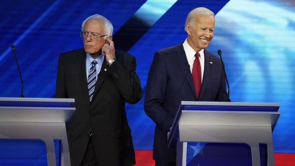 Senator Bernie Sanders and former Vice President Joe Biden stand back to back during a break at the 2020 Democratic U.S. presidential debate in Houston, Texas, U.S. September 12, 2019. REUTERS/Mike Blake - Sputnik International