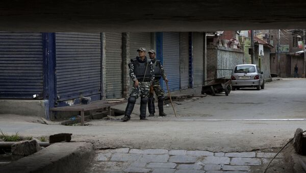 Indian paramilitary soldiers stand guard at a closed market in central Srinagar, Indian controlled Kashmir, Tuesday, Aug. 27, 2019 - Sputnik International