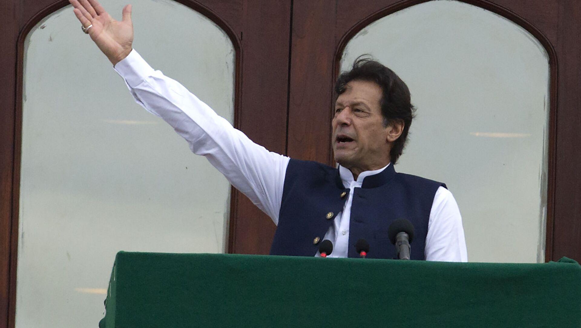 Pakistani Prime Minister Imran Khan addresses a Kashmir rally at the Prime Minister office in Islamabad, Pakistan, Friday, Aug. 30, 2019 - Sputnik International, 1920, 02.08.2021