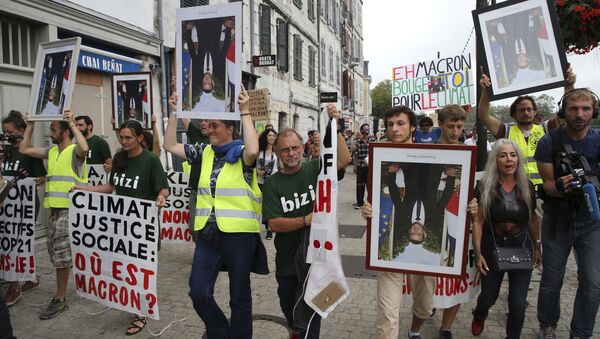 Demonstrators hold upside down portraits of French President Emmanuel Macron during a protest through the streets of Bayonne, France Sunday, Aug. 25, 2019. Critics of French President Emmanuel Macron are marching near the G-7 summit he is hosting to demand he do more to protect French workers and the planet. A melange of activists, some wearing yellow vests, carried portraits of Macron as they marched Sunday through the southwest city of Bayonne. Some held the portraits upside down. - Sputnik International