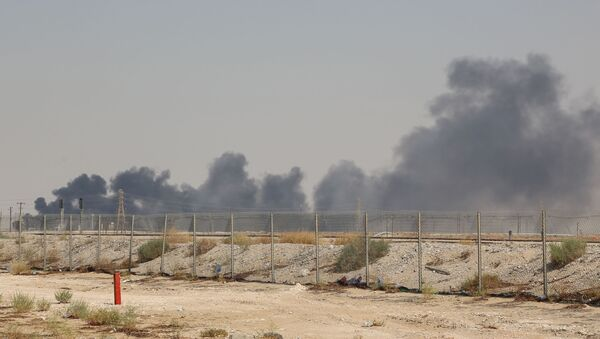 Smoke billows from an Aramco oil facility in Abqaiq about 60km (37 miles) southwest of Dhahran in Saudi Arabia's eastern province on September 14, 2019 - Sputnik International