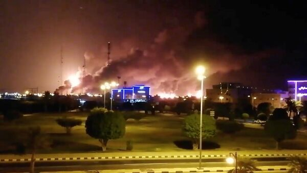 Smoke is seen following a fire at an Aramco factory in Abqaiq, Saudi Arabia, September 14, 2019 in this picture obtained from social media - Sputnik International