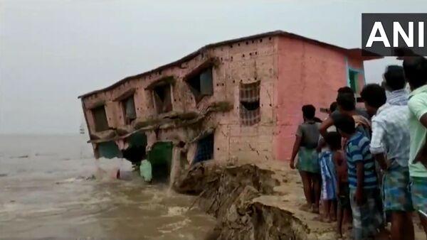 A school gets washed away in Ganga River in Katihar - Sputnik International