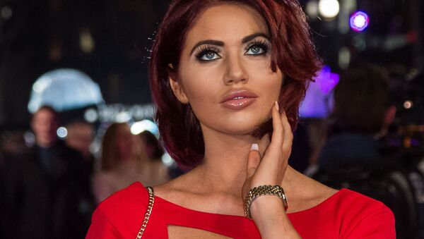 Amy Childs poses for photographers upon arrival at the premiere of the film 'How To Be Single' in London, Tuesday, Feb. 9, 2016 - Sputnik International
