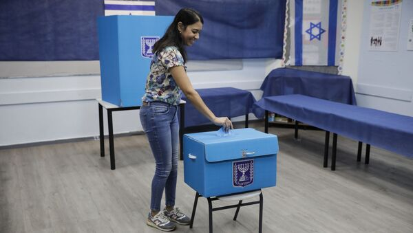 A woman votes a polling station in Rosh Haayin, Israel, Tuesday, Sept. 17, 2019.  - Sputnik International