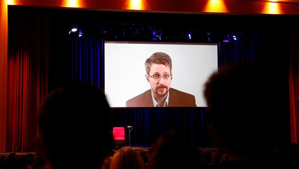 Edward Snowden speaks via video link as he takes part in a discussion about his book Permanent Record with German journalist Holger Stark in Berlin - Sputnik International