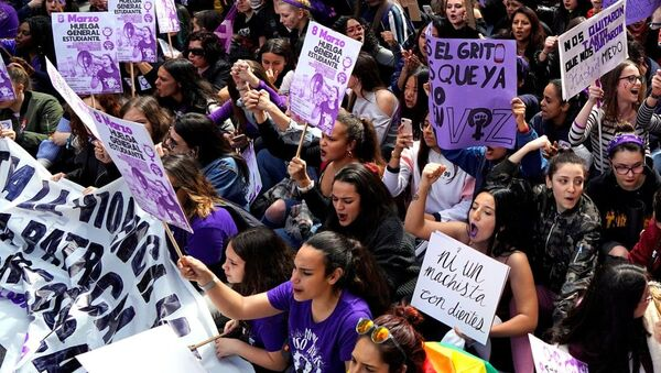 Protesters in Madrid on International Women's Day. Organisers are aiming to 'turn the night purple', the colour of the feminist movemen - Sputnik International