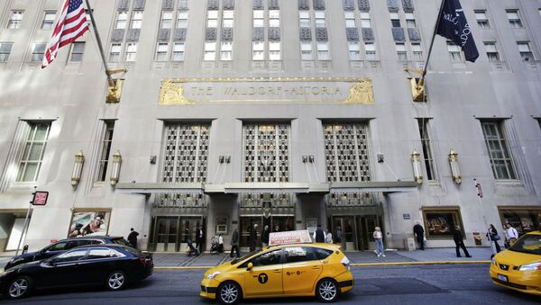 FILE - In this Oct. 6, 2014 file photo, a taxi passes in front of the fabled Waldorf Astoria hotel in New York. It's official. The U.S. government says it's abandoning decades of tradition and moving out of New York's famed Waldorf-Astoria Hotel, which a Chinese firm bought last year from Hilton Worldwide. (AP Photo/Mark Lennihan, File) - Sputnik International