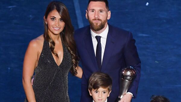 Argentine Barcelona F.C. forward Lionel Messi poses with his wife Antonella Roccuzzo Messi and their children at the end of The Best FIFA Football Awards ceremony, on 23 September 2019 in Milan - Sputnik International