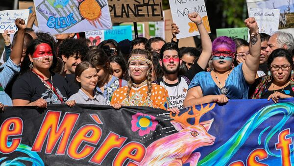 Teen activist Greta Thunberg take part in the climate strike march in Montreal, Quebec, Canada September 27, 2019. REUTERS/Andrej Ivanov - Sputnik International
