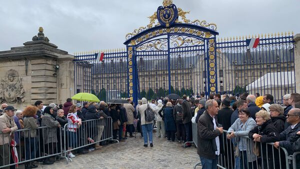 Hundreds Queue to Pay Final Respects to President Chirac at the Presidential Palace  - Sputnik International