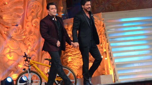 Salman Khan and  Shah Rukh Khan   - Sputnik International