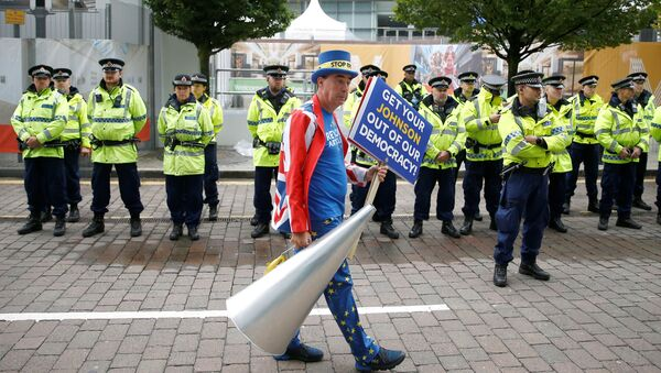 Anti-Brexit protester Steve Bray demonstrates outside the venue where the Conservative Party annual conference is held in Manchester, Britain, September 28, 2019 - Sputnik International