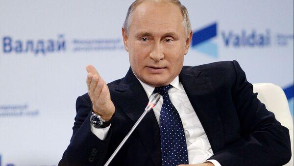 Russian President Vladimir Putin speaks during a session of the Valdai Discussion Club in Sochi, Russia, October 18, 2018 - Sputnik International
