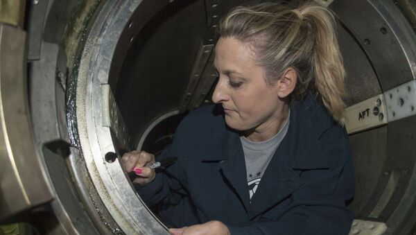 Former U.S. Olympian and professional soccer player Nikki Serlenga signs the inside of an Mark-67 torpedo tube aboard the Los Angeles-class attack submarine USS Asheville (SSN 758) during a Morale, Welfare, and Recreation (MWR) tour, June 12, 2019.  - Sputnik International