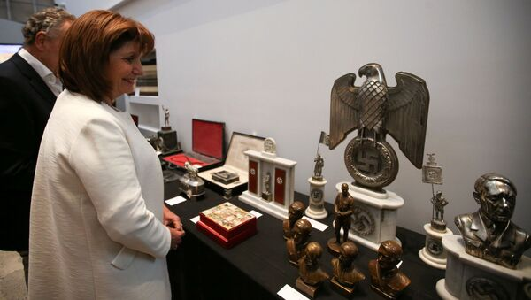 Argentine Security Minister Patricia Bullrich looks at Nazi artefacts before a news conference at the Holocaust museum in Buenos Aires, Argentina October 2, 2019. REUTERS/Agustin Marcarian - Sputnik International