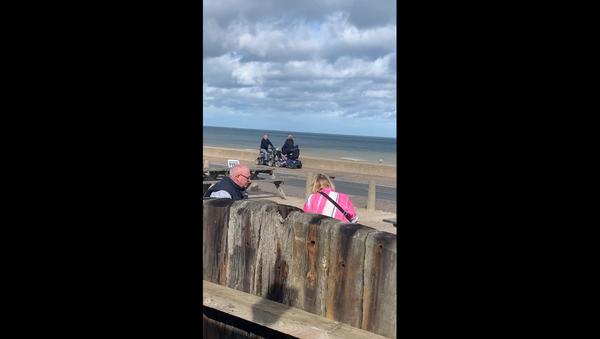 Scooter-Riding Men Engage in Battle Along UK Seafront - Sputnik International