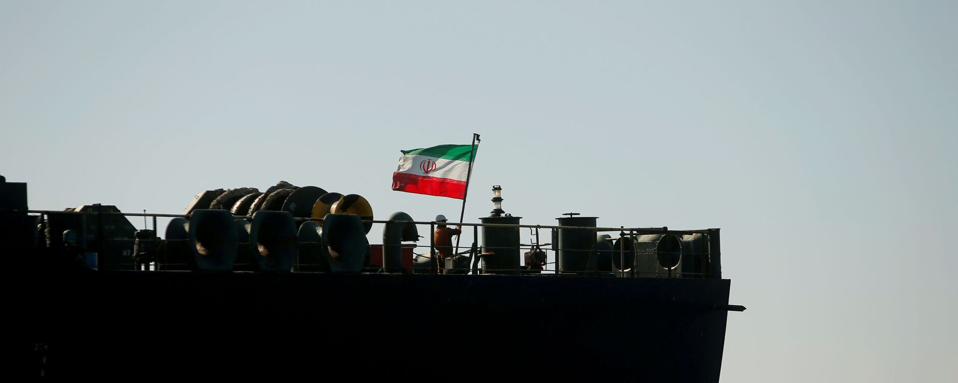 A crew member raises the Iranian flag at Iranian oil tanker Adrian Darya 1, formerly named Grace 1, as it sits anchored after the Supreme Court of the British territory lifted its detention order, in the Strait of Gibraltar, Spain, August 18, 2019. - Sputnik International, 1920, 19.03.2021