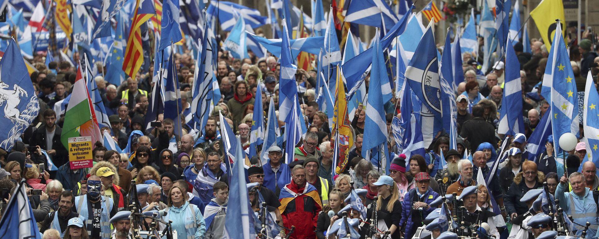 Scottish independence supporters march through Edinburgh, Scotland, Saturday Oct. 5, 2019. - Sputnik International, 1920, 03.02.2021