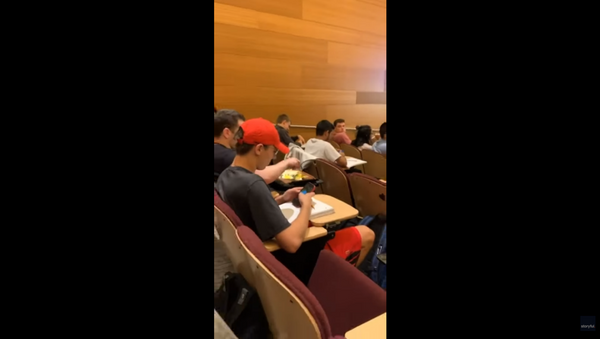 US Student Fries Egg While Seated in Class Lecture - Sputnik International
