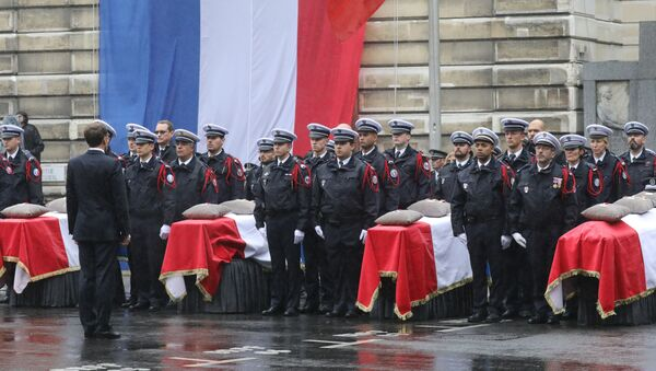 French President Emmanuel Macron stands in front of coffins during a ceremony at The Prefecture de Police de Paris (Paris Police Headquarters) in Paris on October 8, 2019, held to pay respects to the victims of an attack at the prefecture on October 4, 2019. - Sputnik International