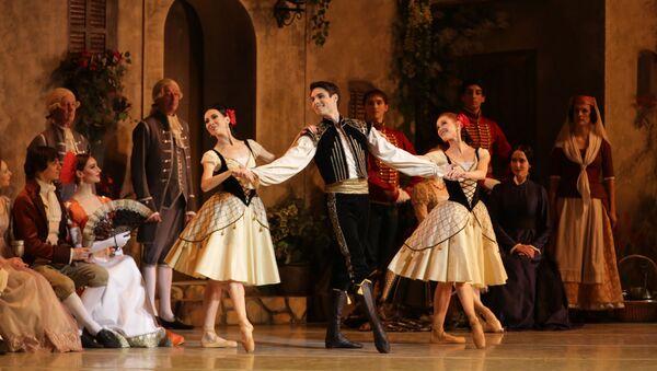 "Mariinsky Ballet ""Paquita"". Timur Askerov (middle)   - Sputnik International"