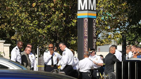District of Columbia Metro Police, U.S. Capitol Police and other law enforcement officials respond to a stabbing at the Capitol South Metro station a block away from the Cannon House Office Building on Capitol Hill October 11, 2019 in Washington, DC. - Sputnik International