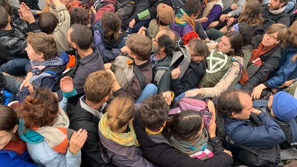 Extinction Rebellion Protest in Central Paris - Sputnik International