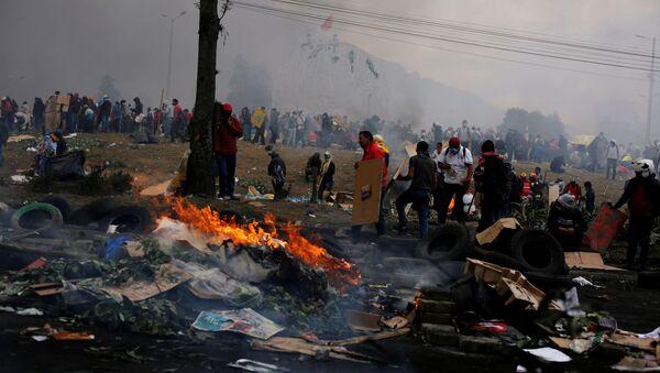 Demonstrators clash with security forces over Ecuador's President Lenin Moreno's austerity plan, in Quito, Ecuador October 12, 2019.  - Sputnik International