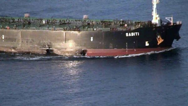 A damage is seen on Iranian-owned Sabiti oil tanker sailing in the Red Sea, October 13, 2019. Picture taken October 13, 2019. - Sputnik International