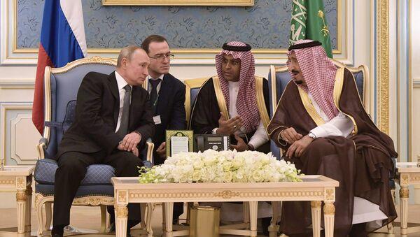 Russian President Vladimir Putin and Saudi Arabia's King Salman bin Abdulaziz Al Saud attend a meeting at the Saudi Royal palace in Riyadh, Saudi Arabia - Sputnik International