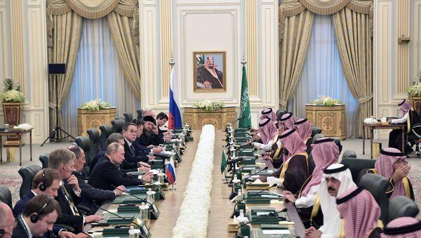 Saudi King Salman bin Abdulaziz Al Saud Holds Talks With Russian President Vladimir Putin - Sputnik International