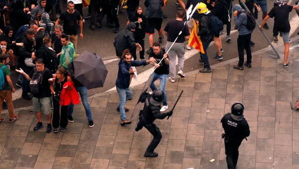 Protesters clash with police during a demonstration at Barcelona's airport, after a verdict in a trial over a banned independence referendum, Spain October 14, 2019 - Sputnik International