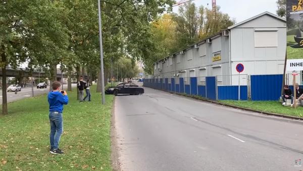 Mercedes AMG Smashes Into Tree After Dutch Car Show - Sputnik International