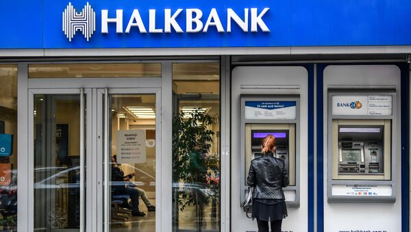 A woman uses an ATM machine at a branch of Turkish bank Halkbank on December 1, 2017 in Istanbul. - Sputnik International