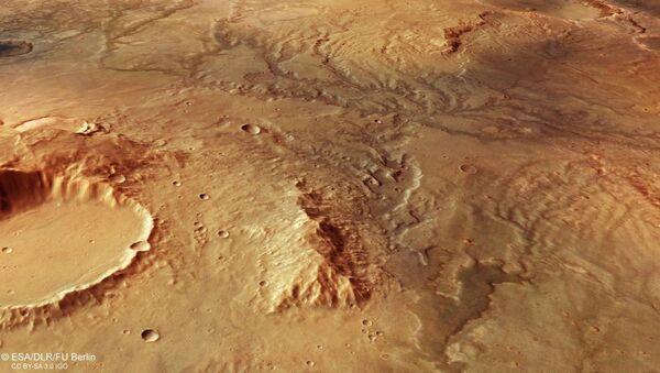 ESA's Mars Express orbiter has captured some stunning images of dry riverbeds on Mars - Sputnik International
