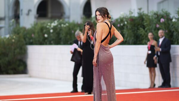 Actress Bella Thorne poses for photographers upon arrival at the premiere of the film 'Joker' at the 76th edition of the Venice Film Festival, Venice, Italy, Saturday, Aug. 31, 2019 - Sputnik International